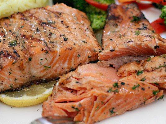 cocinar salmon en papel aluminio